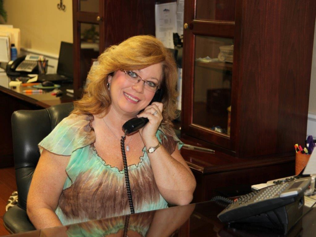 Robin Milligan : Administrative Assistant